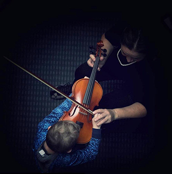 child meets violin at zoo