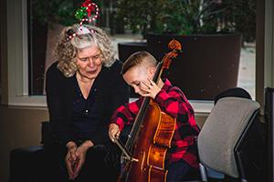 child meets cello with LAS player Joanne Lenigan