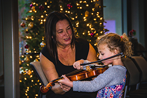 child meets violin with LAS player Susan Ivie